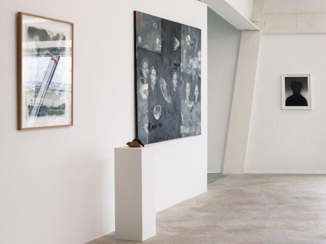 Vue de l'exposition « Il est une fois dans l'Ouest » au Frac Nouvelle-Aquitaine MÉCA. De gauche à droite, Charles Fréger,  Ainarak, 2015 - 2016, et Gernika, © photo Jean-Christophe Garcia