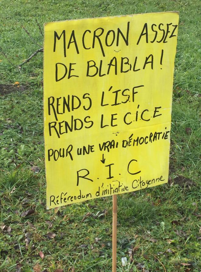 Macron assez de blabla ! Rends l'ISF et le CICE ! © ©AB