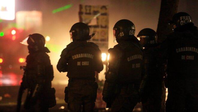 Fuerzas Especiales de represion policial en Plaza Italia, Santiago. © The Clinic