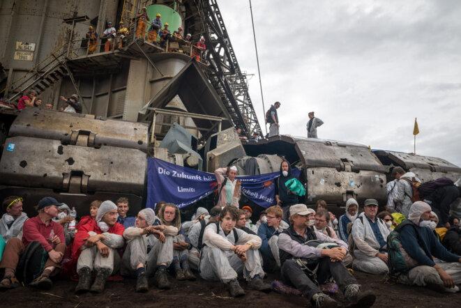 Blocage d'une mine de charbon en Allemagne par Ende Gelände en 2015