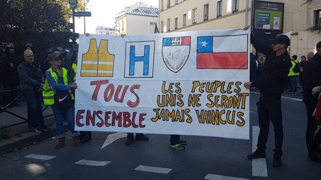Mobilisation des gilets jaunes en solidarité avec le Chili à Paris, le 26 octobre 2019