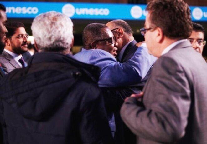 20 novembre 2019-Unesco-40e session de la Conférence générale : Pr Ibrahim ALBALAWI recevant les félicitions des Délégations des Etats-membres.