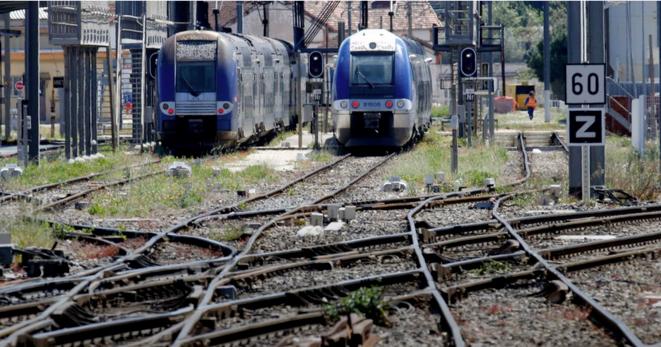 Des trains régionaux à Marseille, le 25 avril 2016. © Reuters
