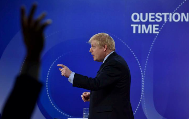 "Boris Johnson à l'émission de la BBC ""Question Time"" le 22 novembre 2019, à Sheffield (Grande-Bretagne). © Jeff Overs/BBC/Handout"