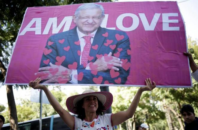 Une supportrice du président mexicain Andrés Manuel López Obrador le dimanche 1er décembre 2019, à Mexico. © REUTERS