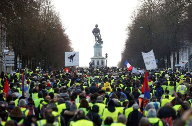 Une manifestation de gilets jaunes le 19 janvier à Angers. © Reuters