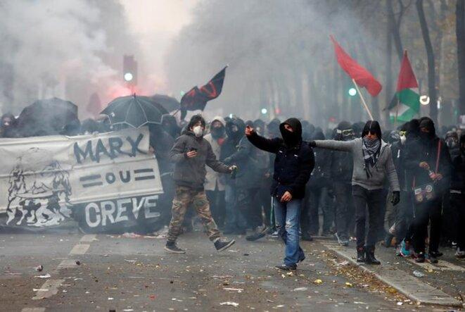 Dans le cortège parisien, le 5 décembre. © Reuters