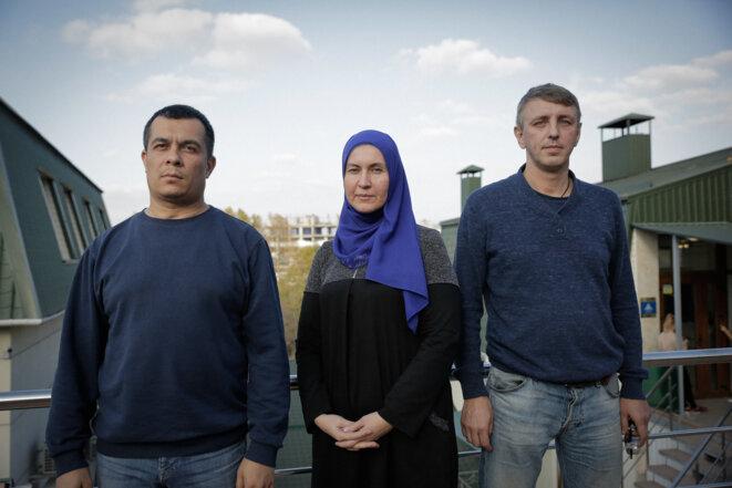 Les avocats de la défense Emil Kourbedinov, Lilya Hemedji et Alexeï Ladine, à Simferopol le 28 octobre 2019. © JC