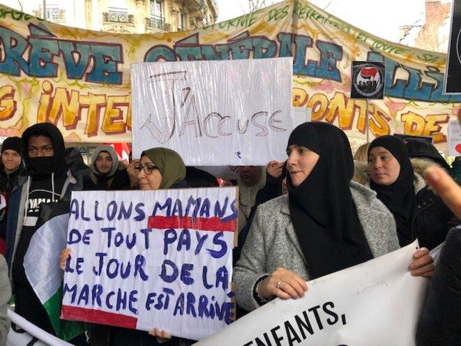 Départ de la marche des mamans contre les violences policières, à Barbès, 8 décembre 2019. © JL