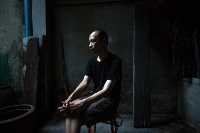 Jaturang Wongjiragorn, 28 ans, a perdu son père Yotsathon, emporté par une forme sévère de dengue début octobre, après une série d'erreurs de diagnostic dans les centres de santé de Bangkok. © Luke Duggleby