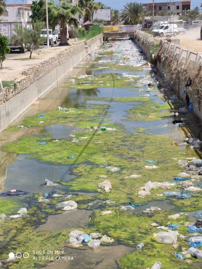 Canal dans les rues de Zarzis, Photo de l'Association Le Pêcheur pour le développement et l'environnement, été 2019