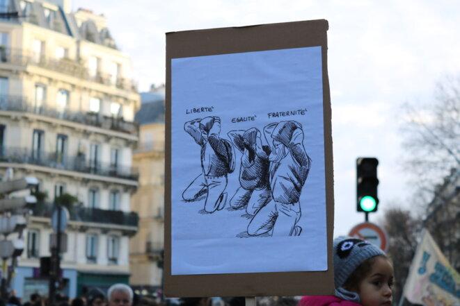 Lycéens agenouillés, Mantes-la-Jolie - Modèle éducatif ? © Baptiste Dupin
