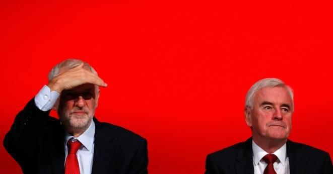 Jeremy Corbyn (a la izquierda) y John McDonnell el 24 septiembre de 2018 en Liverpool. © Reuters/Phil Noble
