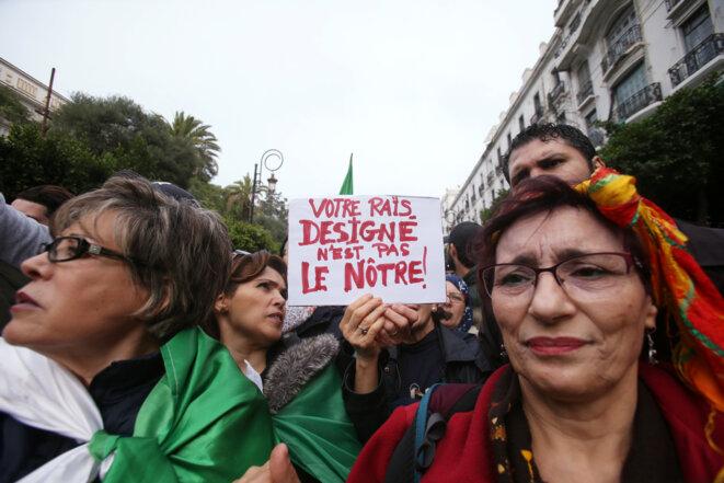 En Algérie, le nouveau président très mal élu est déjà hué par les foules