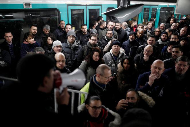 Dans le métro parisien, le 12 décembre. © Reuters/Benoit Tessier