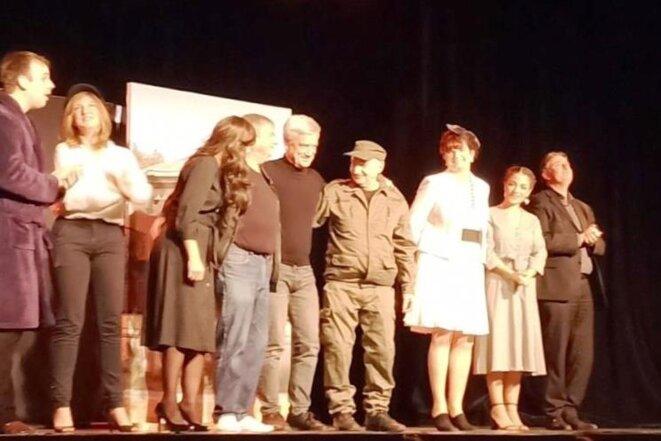 Patrick MOTTARD (au centre) et les acteurs © Didier cODANI