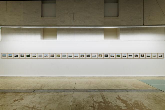 """Vue de l'exposition """"Réinventer Calais"""" au Centre photographique d'Ile-de-France  Cnap, 2019 © Aurélien Mole / CPIF"""