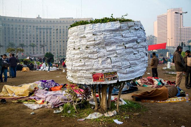 « Arbre des slogans », place Tahrir, Le Caire, en janvier 2011. © Pauline Beugnies