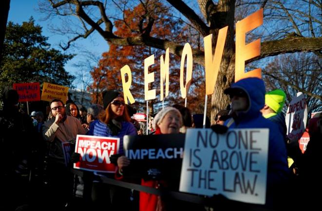 Devant la Chambre des représentants à Washington le 18 décembre 2019. © REUTERS