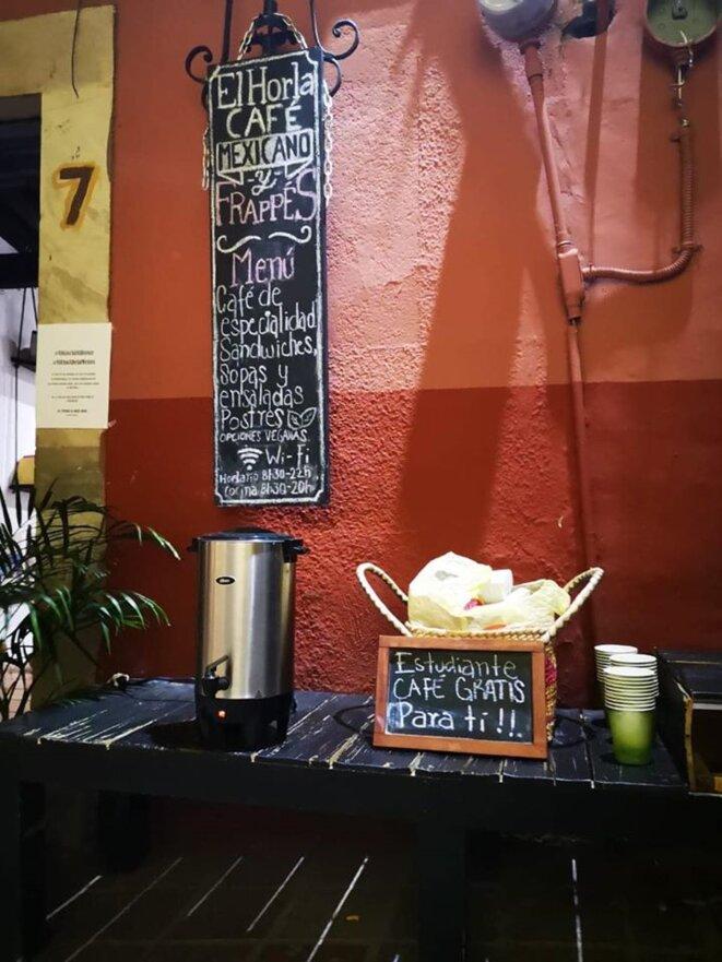 """""""Étudiant, il y a du café gratuit pour toi"""" © © Crédit photo:  Horla Cafe Books & Brews"""
