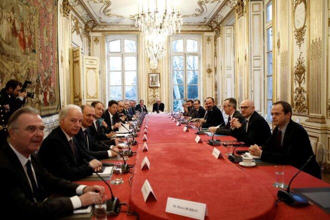 Une réunion entre le gouvernement et les partenaires sociaux à Matignon, le 19 décembre. © Reuters