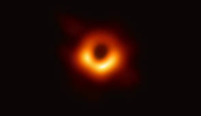 trou-noir-supermassif