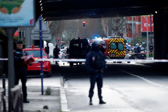 La police sécurise les lieux après l'attaque au couteau survenue à Villejuif. © REUTERS/Charles Platiau