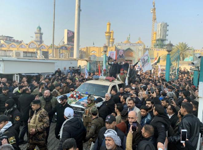 Varias decenas de miles de personas participaron el sábado en Bagdad en el funeral del general iraní Qassem Soleimani. © Reuters
