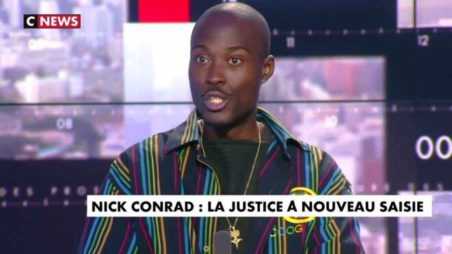 Le rappeur inconnu Nick Conrad sur le plateau de C NEWS en mai 2019