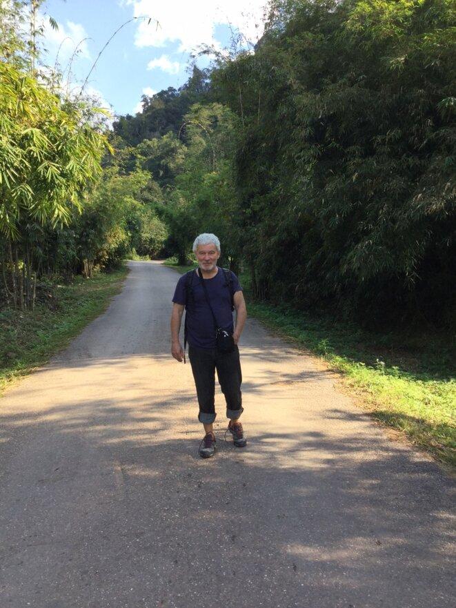 Photo 1: M. Mallein, lors de son séjour au Laos en janvier 2019 avant leur interdiction de sortie du territoire laotien © Arepo