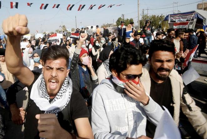 Des étudiants lors d'une manifestation anti-américaine et anti-iranienne à Basra, en Irak le 8 janvier 2020. © REUTERS/Essam al-Sudani