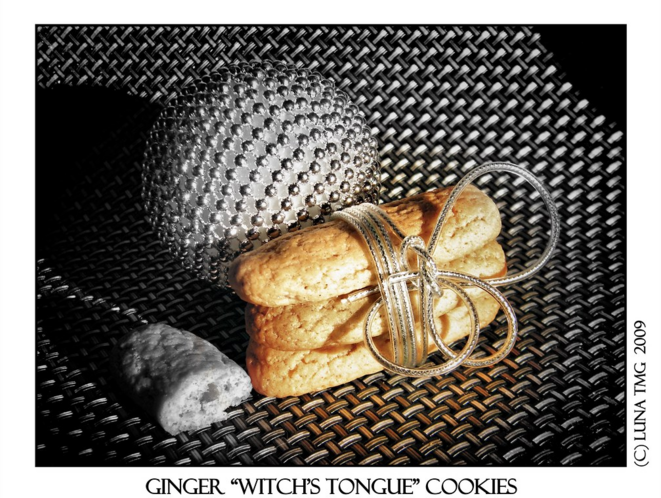"Ginger ""witch's tongue"" cookies © Luna TMG"