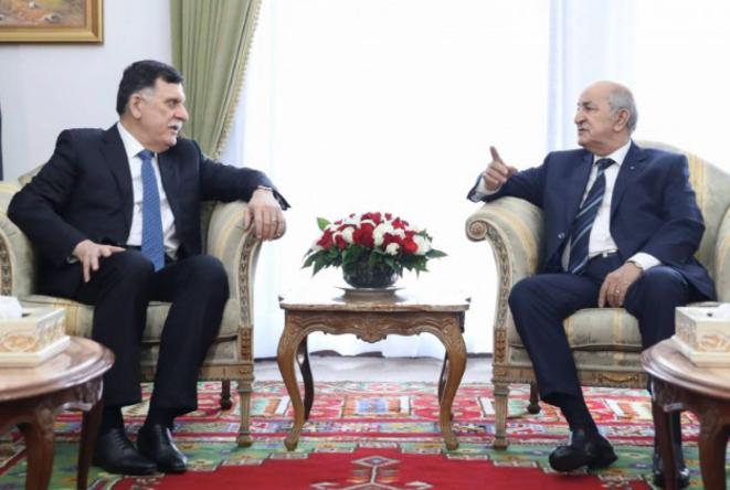 Le chef du gouvernement de Tripoli, Fayez al-Sarraj, et le nouveau président algérien Abdelmadjid Tebboune à Alger, le 6 janvier 2020. © APS/AFP
