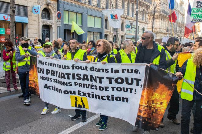 Les Gilets Jaunes, en tête du cortège pour l'acte 61, samedi 11 janvier à Marseille. © Justin Carrette