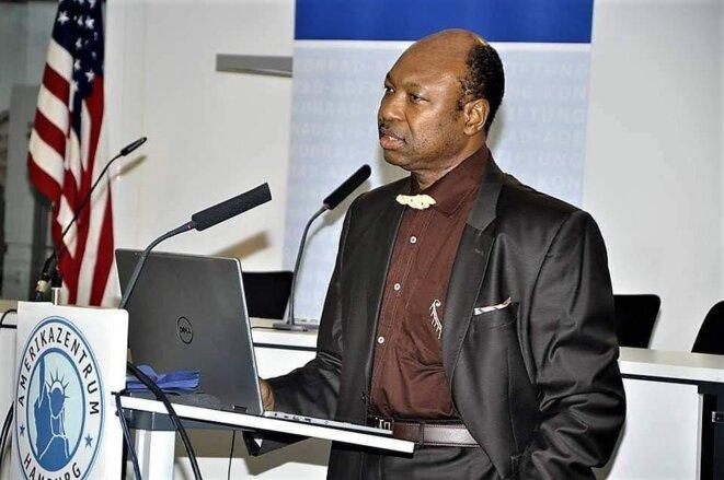 Le Docteur Yves Ekoué Amaïzo