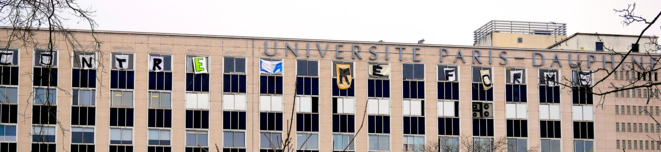 Banderole contre la réforme des retraites déployée sur la façade de l'université Paris-Dauphine