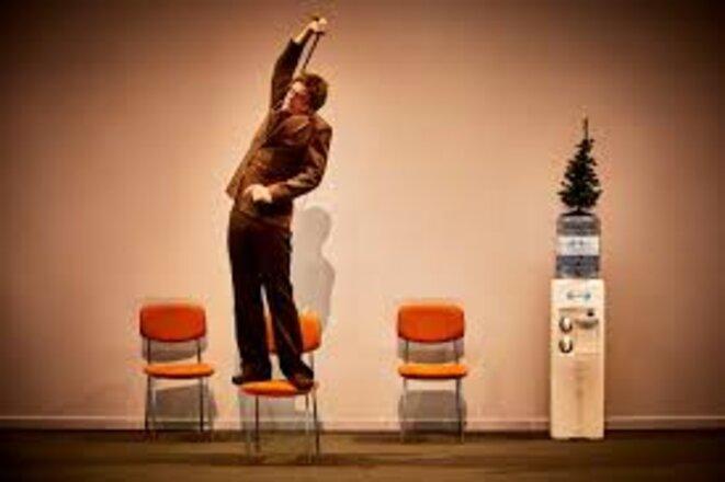 Débrayage Texte de Remi De Vos conception mise en scène et scénographie Anne Laure Liegeois collaboration a la scenographie Anne Laure Jullian de la Fuente lumiere Guillaume Tesson costumes Severine Thiebault video des intermedes Gregory Hietin assistanat a la mise en scene Camille Kolski avec Anne Girouard. © Christophe Raynaud de Lage