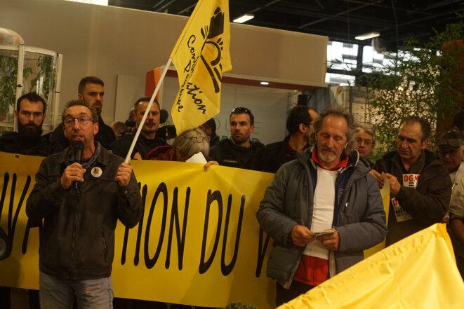 Interpellation de la Confédération paysanne au salon du Sival, à Angers, le 14 janvier 2020. © Amélie Poinssot