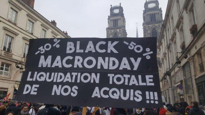 manifestation-contre-la-reforme-des-retraites-a-orleans-rue-jeanne-darc