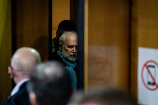13 janvier 2020. Bernard Preynat sort de la salle d'audience lors de son proces à Lyon. © Nicolas Liponne / Hans Lucas / AFP