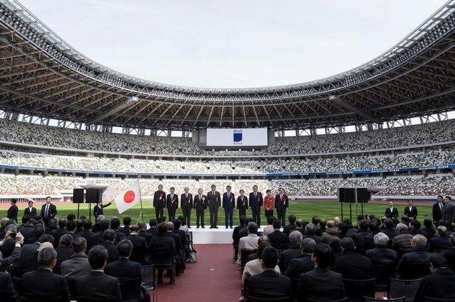 Varios funcionarios japoneses, entre ellos el primer ministro Shinzo Abe, el 15 de diciembre de 2019, en la inauguración del nuevo Estadio Nacional de Tokio, que será la sede de los eventos olímpicos de 2020. © Reuters