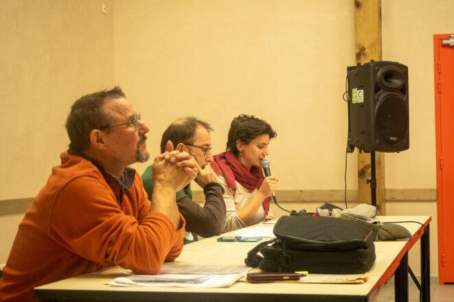 Les Amis de la Terre en Savoie animent le débat © plbillot