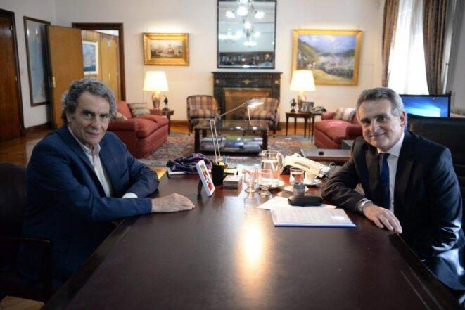 Eduardo Jozami avec le ministre Agustin Rossi © Ministerio de Defensa de la Nacion Argentina