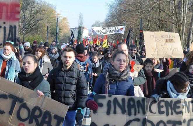 Manifestation pour la défense des retraites (Besançon, 5/12/2019). © «Toufik-de-Planoise»/Wikimedia Commons, lic. CC-BY-SA int. 4.0