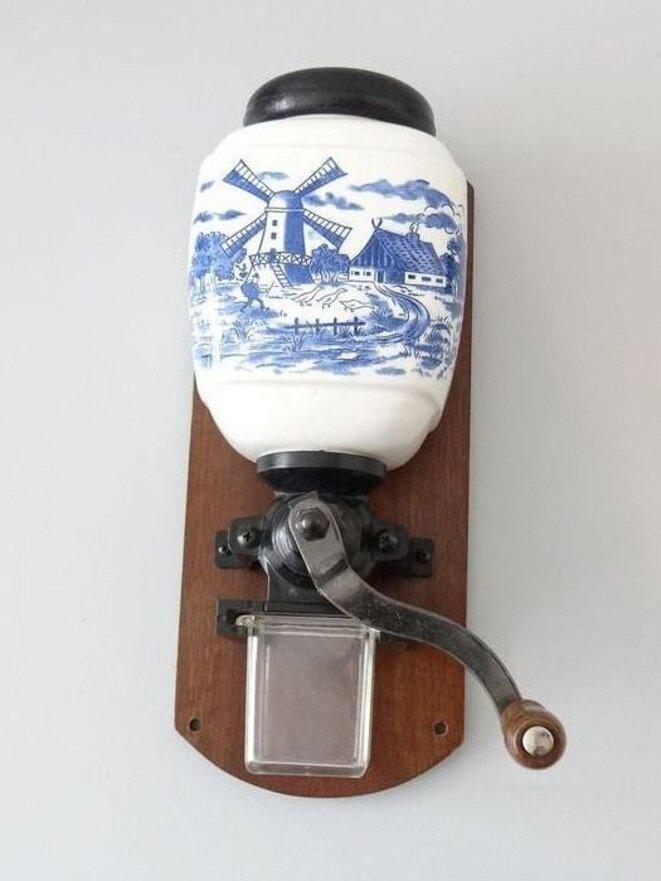 Moulin à manivelle mural - L'outil maniable pour faire du café