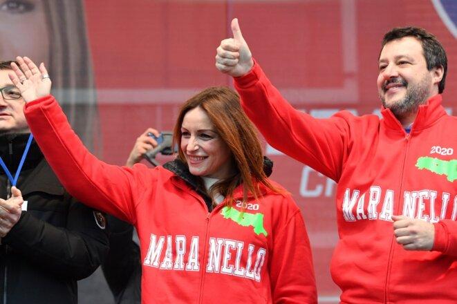 La candidate de la Ligue Lucia Borgonzoni avec Matteo Salvini le 18 janvier à Maranello. © Andreas SOLARO/AFP