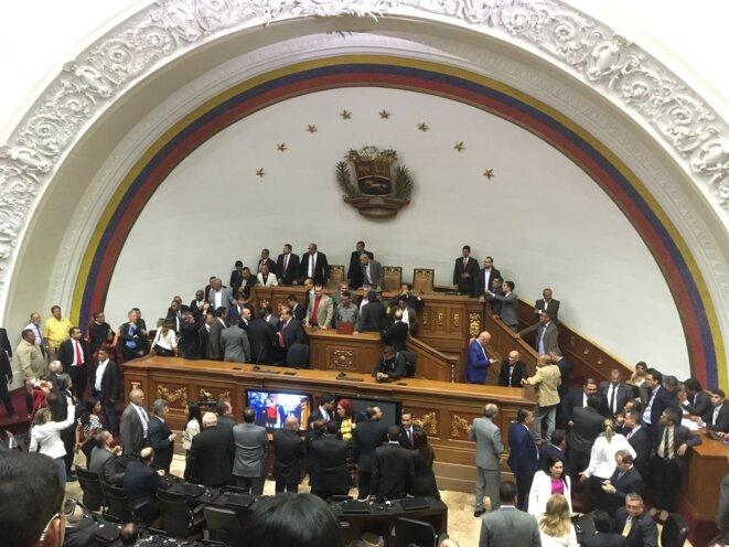 Le dimanche 5 janvier 2020, certains députés d'opposition en sont venus aux mains dans l'hémicycle. © AG