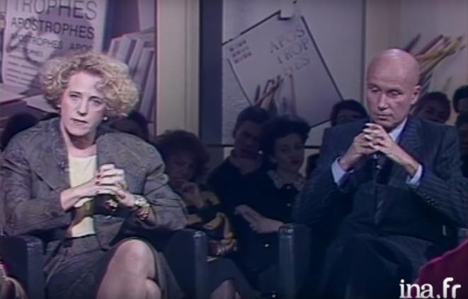 """Sur le plateau de l'émission """"Apostrophes"""", le 2 mars 1990. À gauche, Denise Bombardier, à droite, Gabriel Matzneff. © INA"""