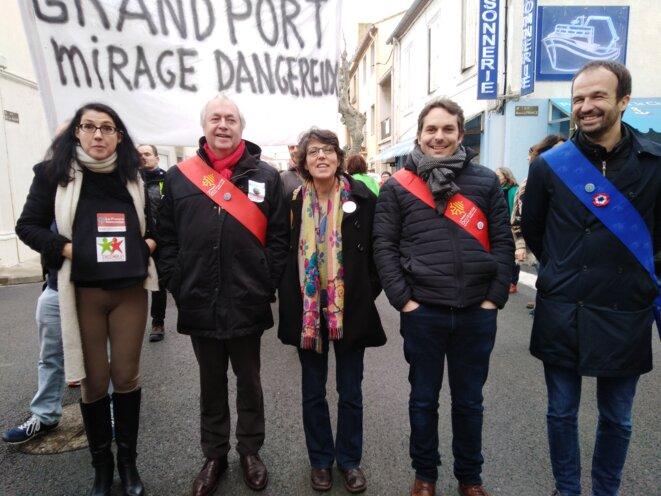 Caroline Forgues, entourée des élus Insoumis régionaux et européen, à Port-La-Nouvelle