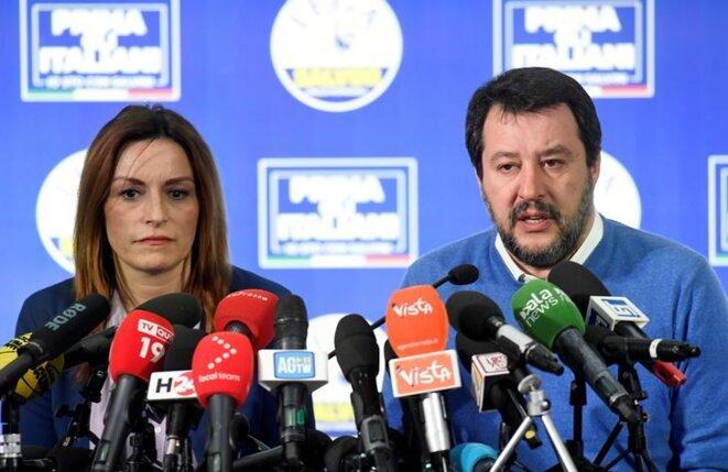 La candidate de la Ligue Lucia Borgonzoni avec Matteo Salvini le 27 janvier à Bologne. © Reuters
